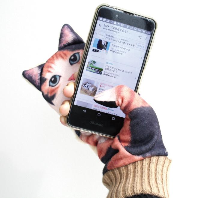 ネコ好き必見!おうちの外でもネコと遊べるスマホ対応手袋♡