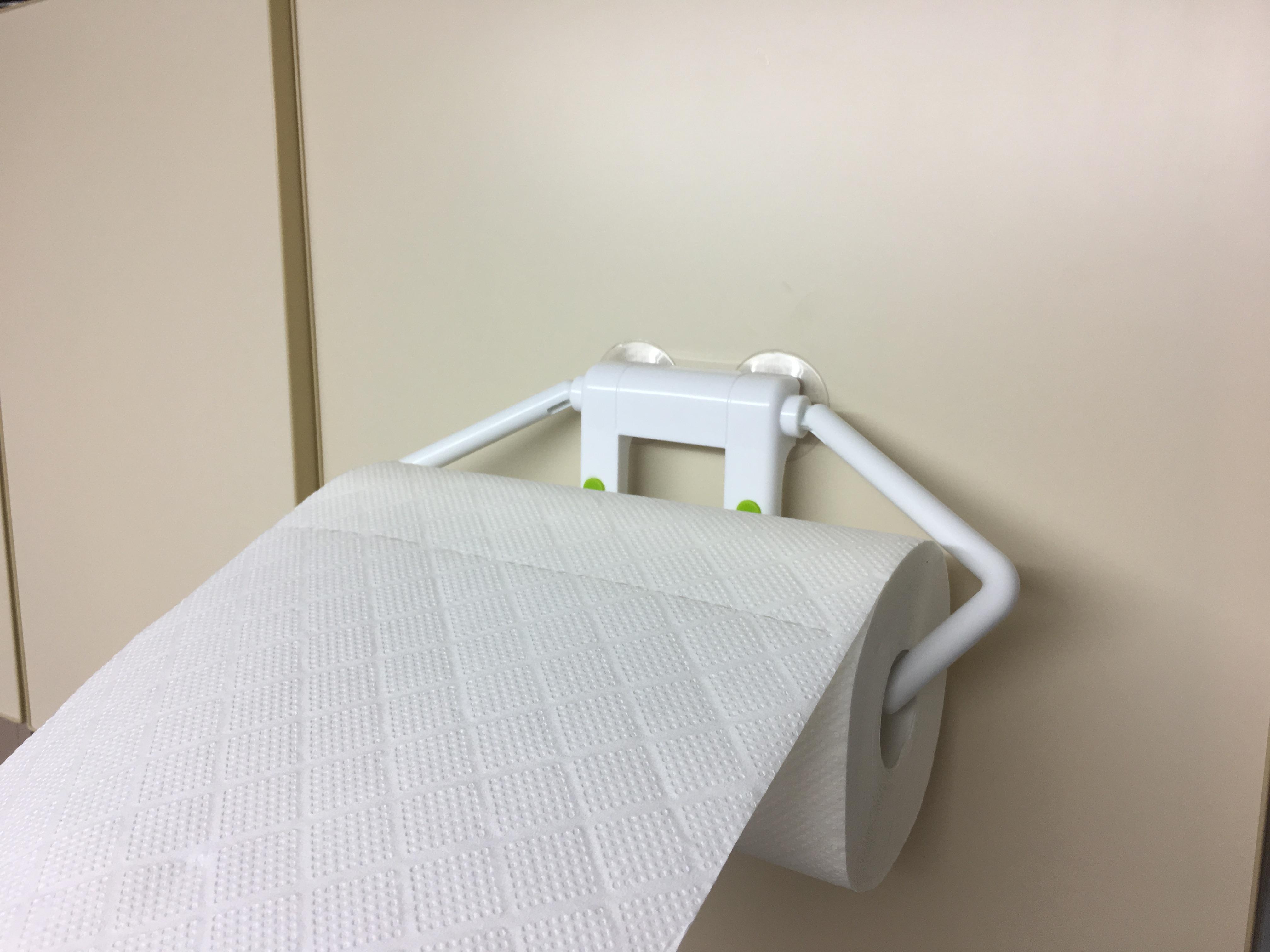 片手で切れる使いやすさに感動!ダイソーの吸盤キッチンペーパーホルダーを試してみた