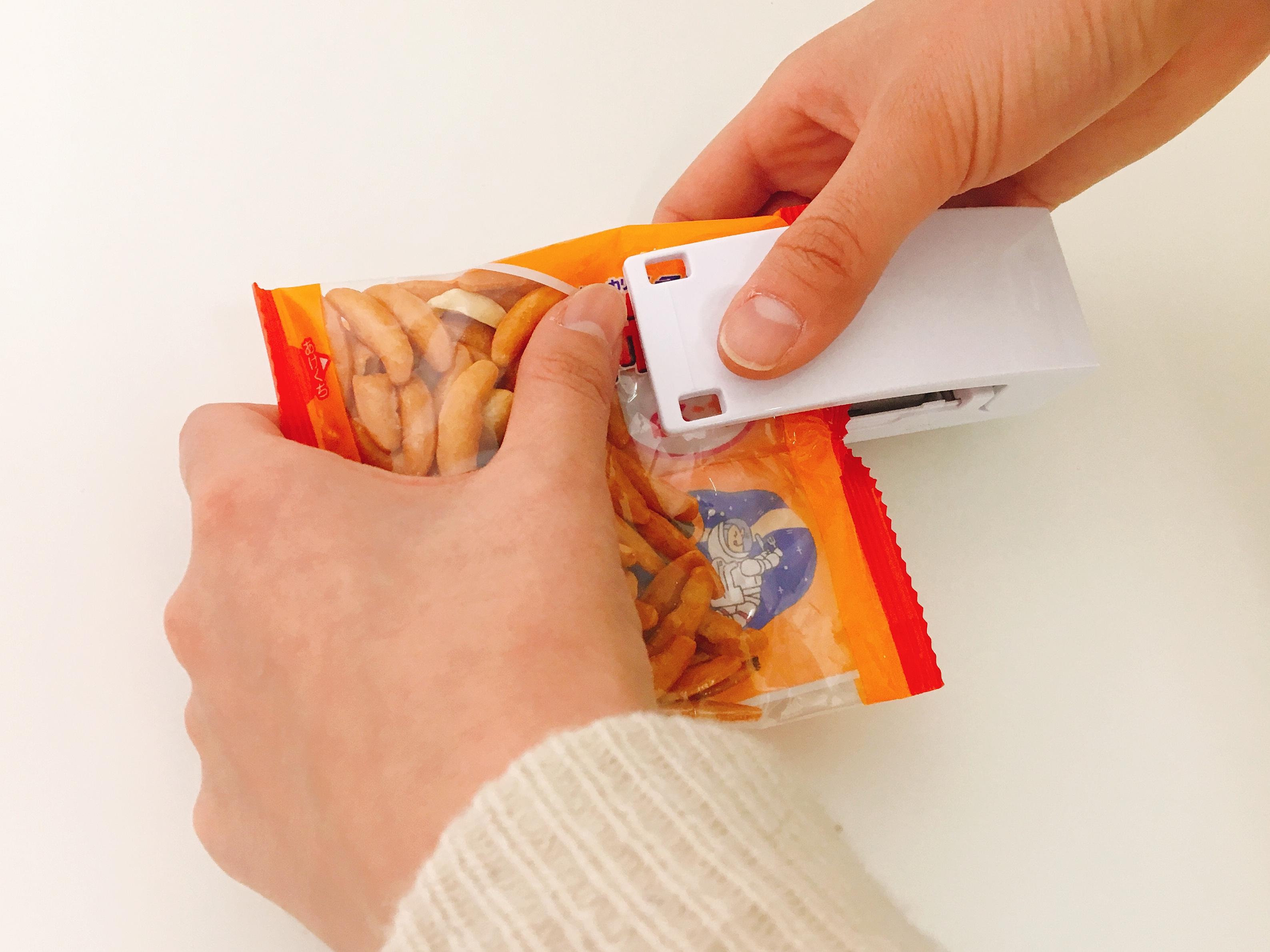 100均で見つけた!食べかけお菓子袋を密閉するイージーシーラーが便利