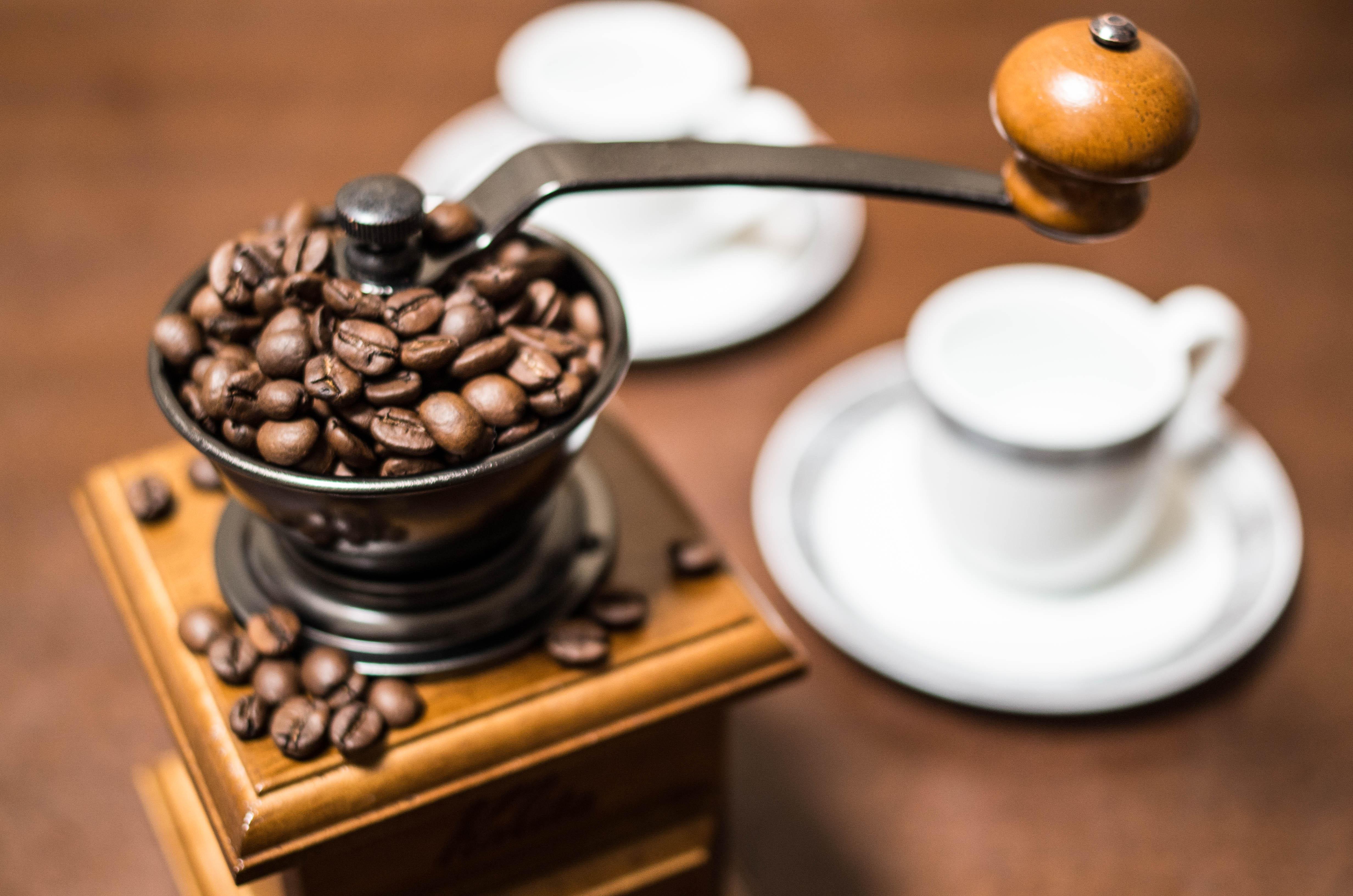 手挽きコーヒーミルの選び方&おすすめ5選【こだわりのコーヒーを】