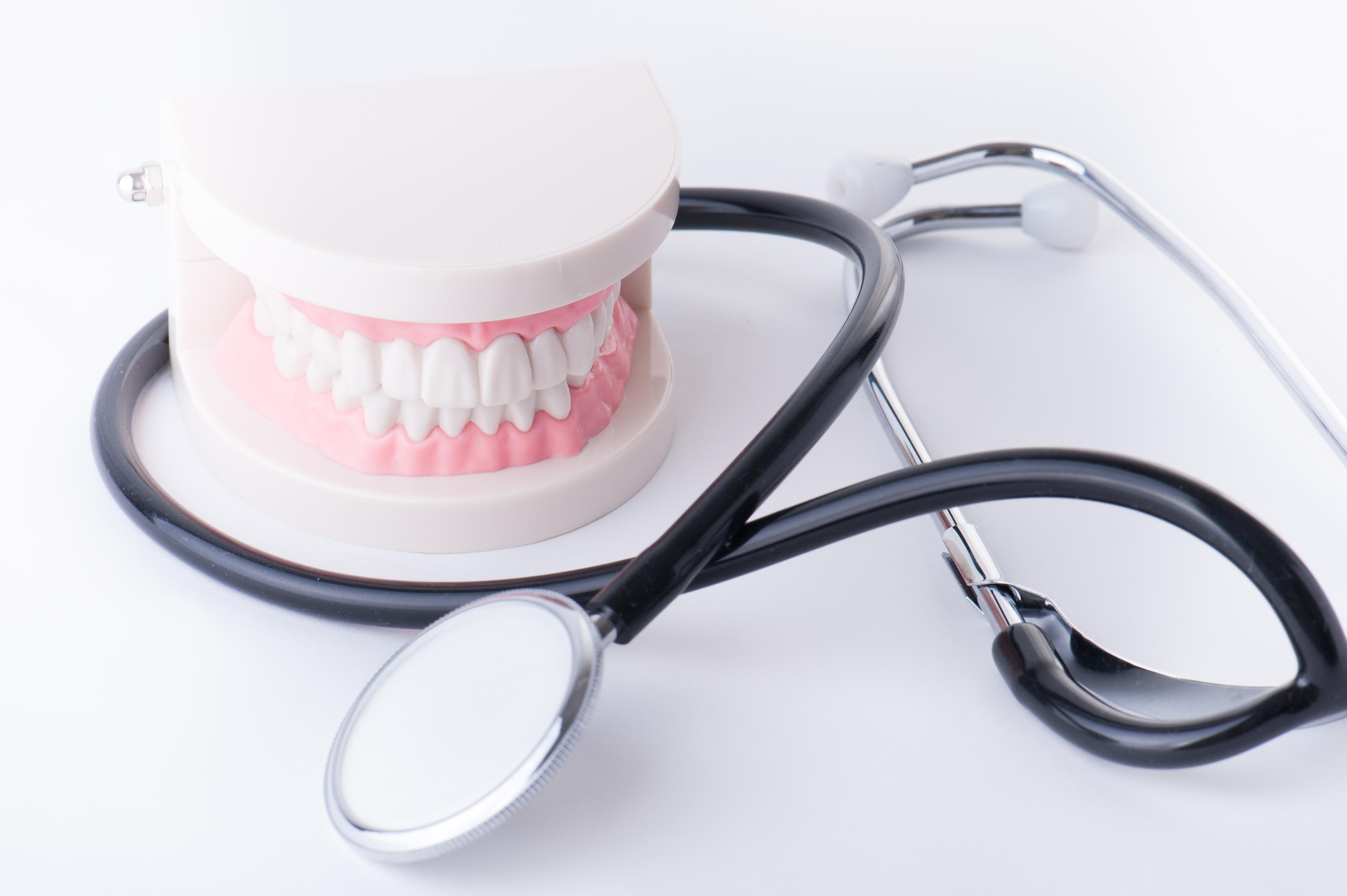 入れ歯ケア用品の選び方&おすすめ3選【長く安全に使うために】