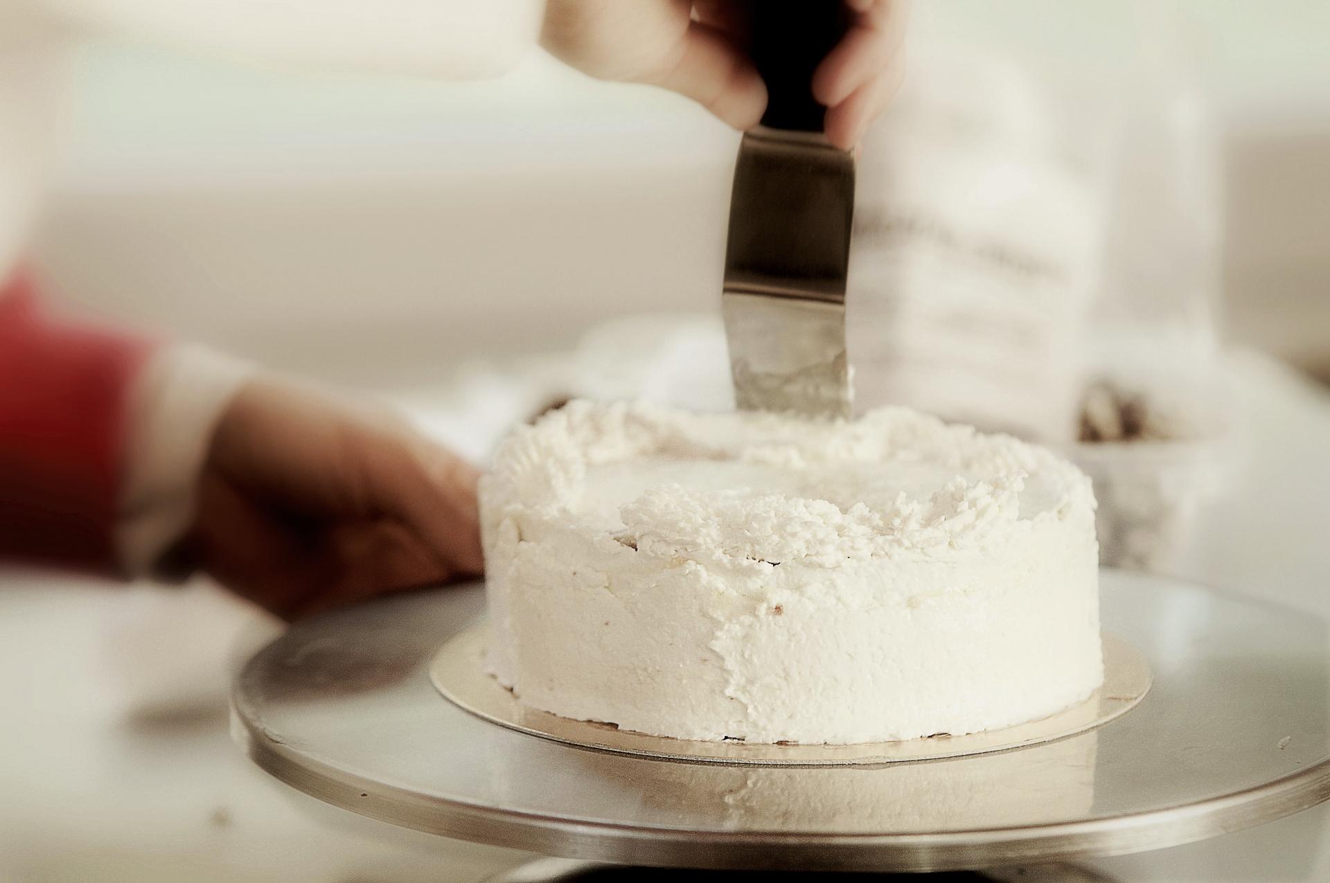 ケーキ回転台のおすすめ5選&選び方【大理石、ステンレス製も】