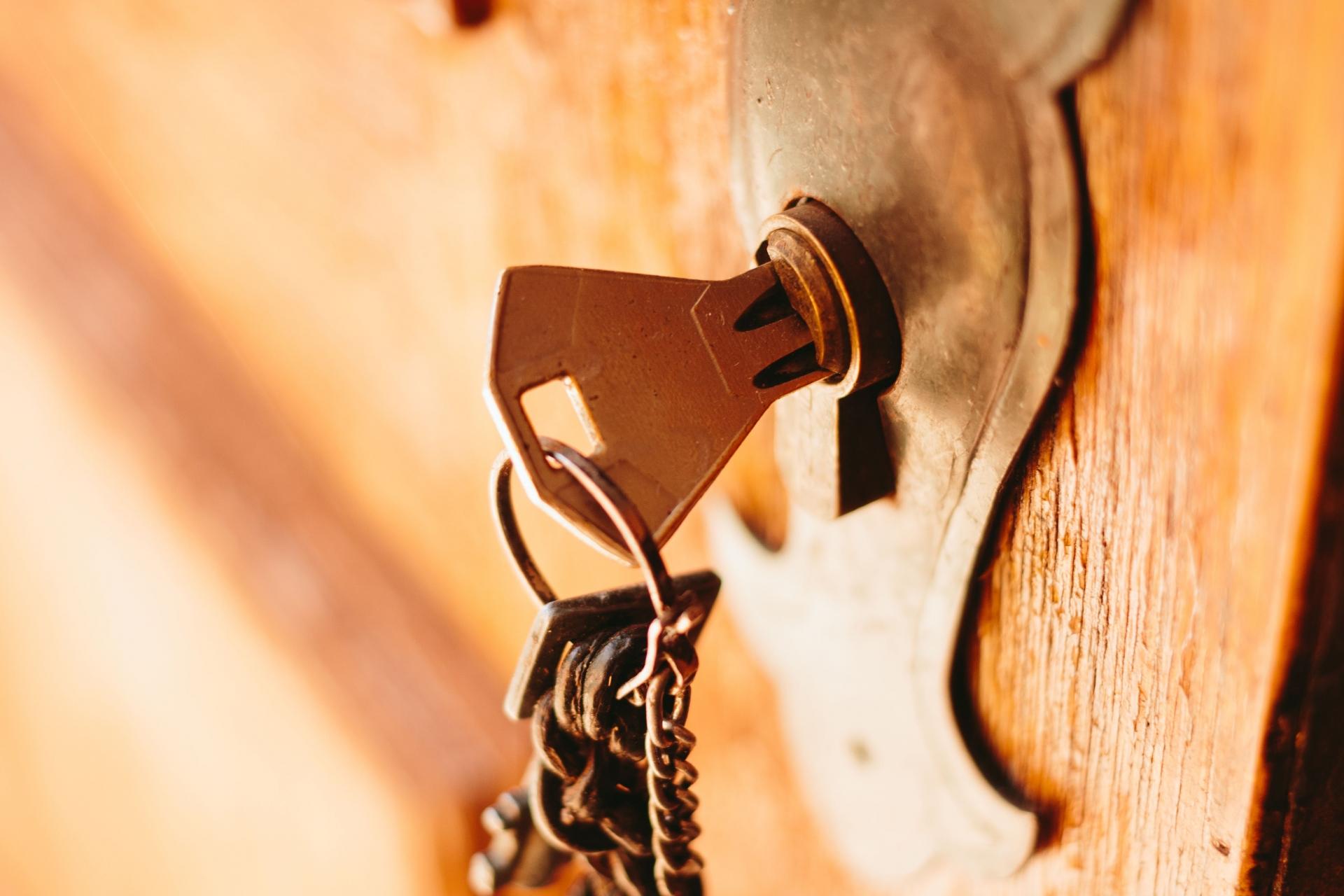 ドア周り防犯用品のおすすめ4選!ドアスコープカバーも