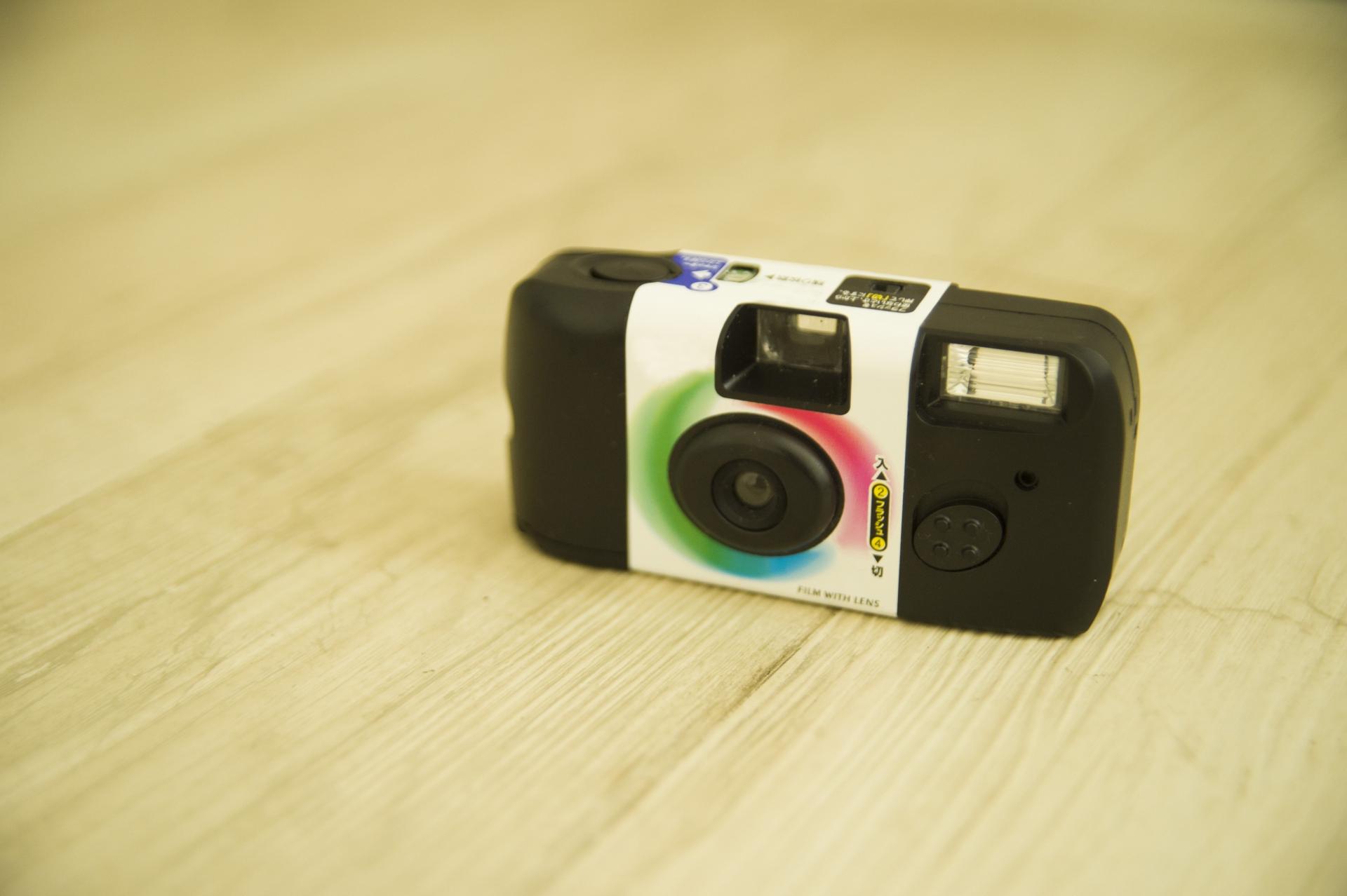 インスタントカメラのおすすめ4選!使い捨てタイプも