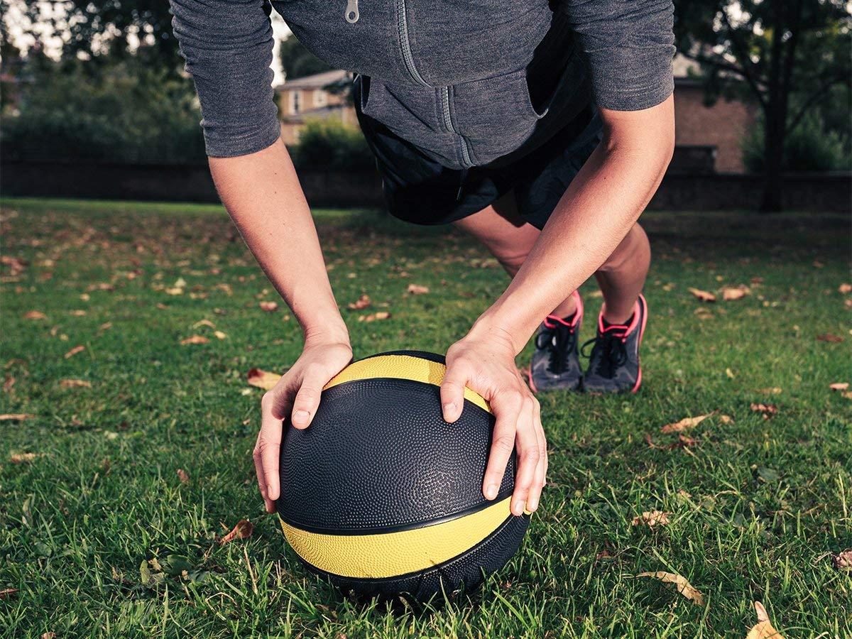 メディシンボールのおすすめ5選!重さの目安や使い方も