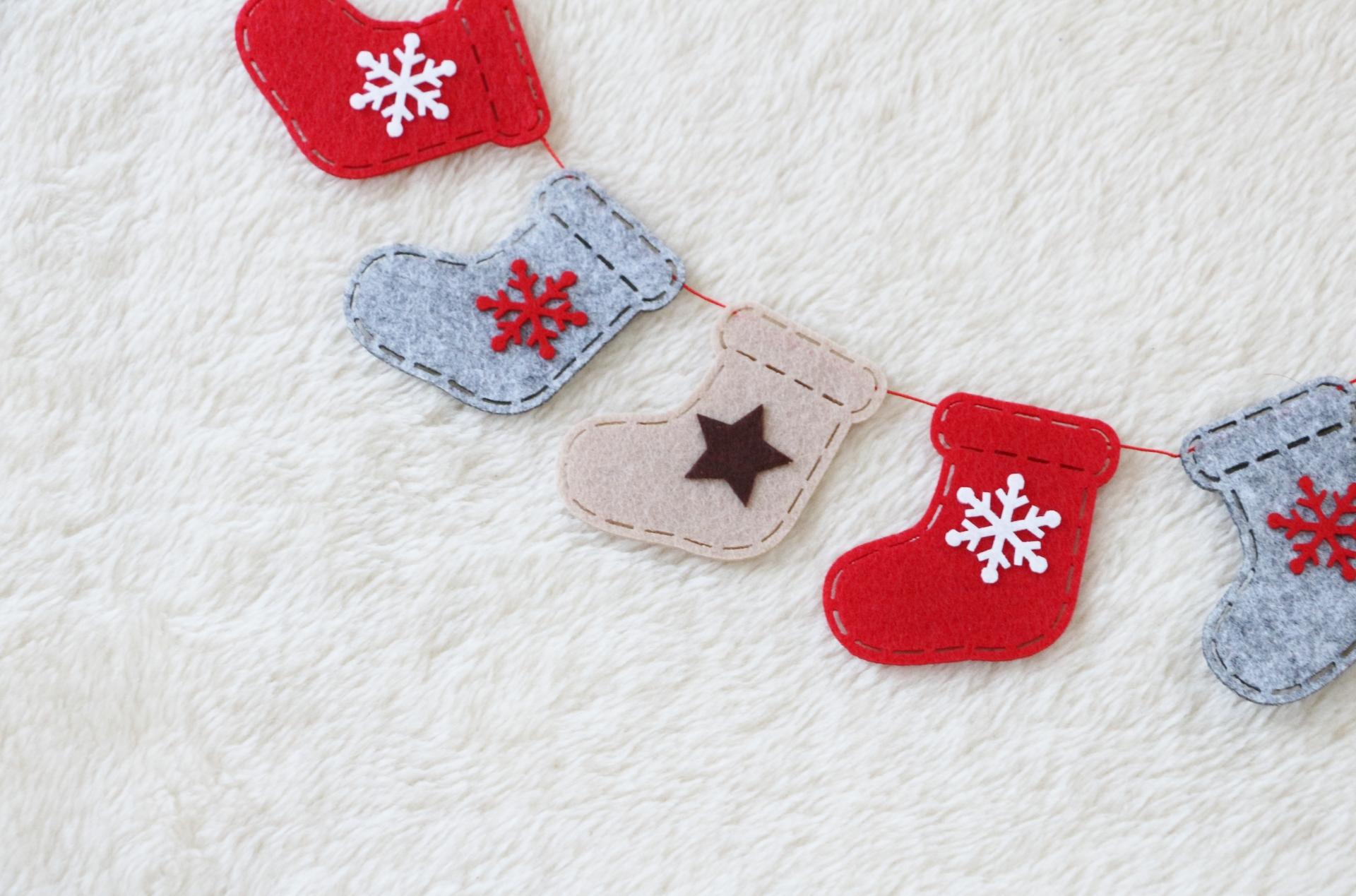 クリスマスガーランドのおすすめ9選!サンタや松ぼっくりも