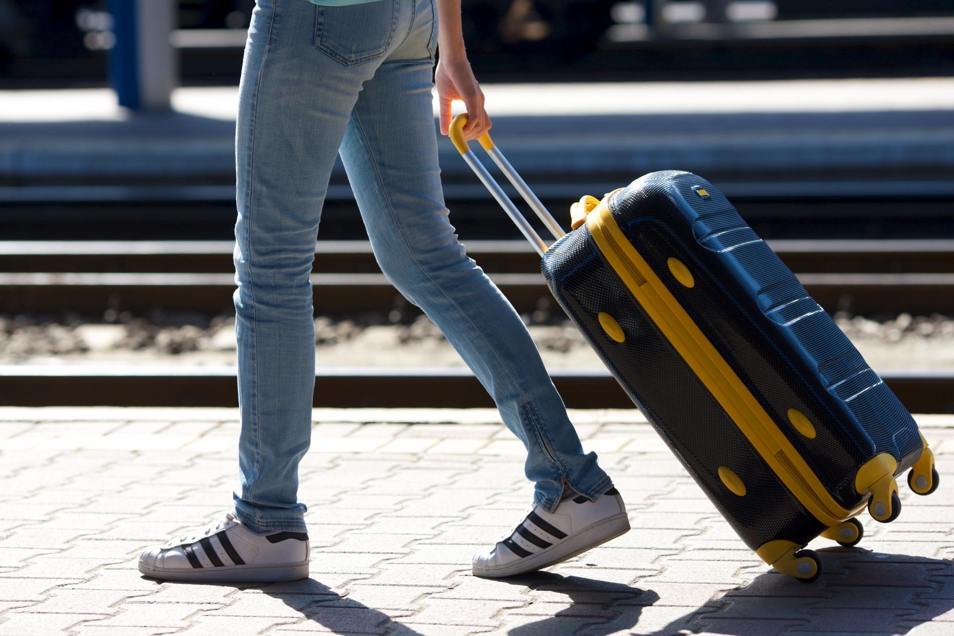 機内に持ち込めるスーツケースのおすすめ10選!大きさや種類も