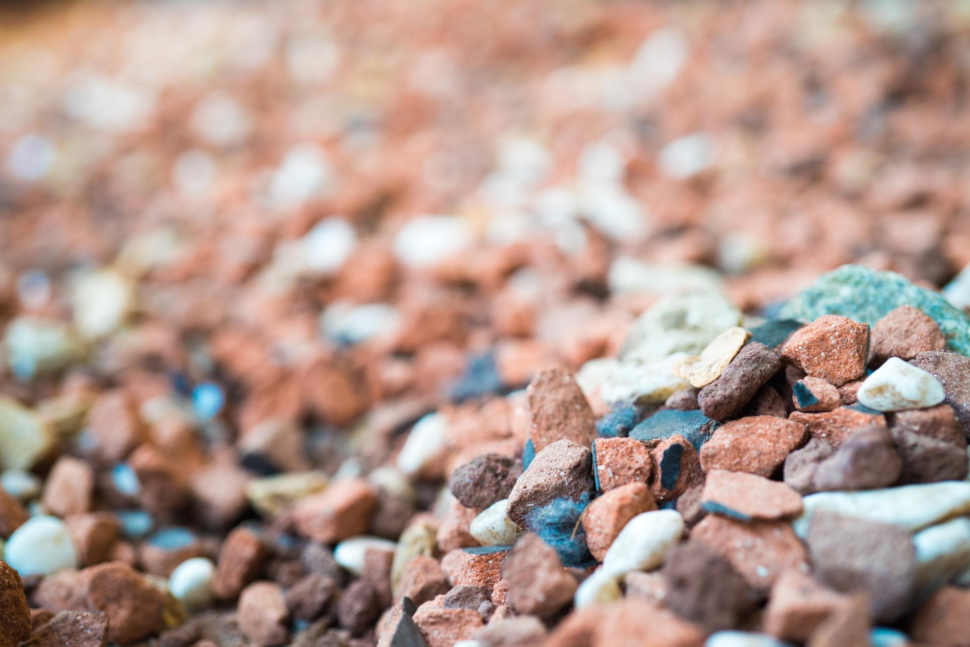 砂利のおすすめ8選!自然石砂利や玉石も