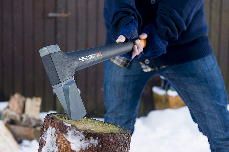 斧のおすすめ10選!アウトドアやキャンプでの薪割りを簡単にしよう