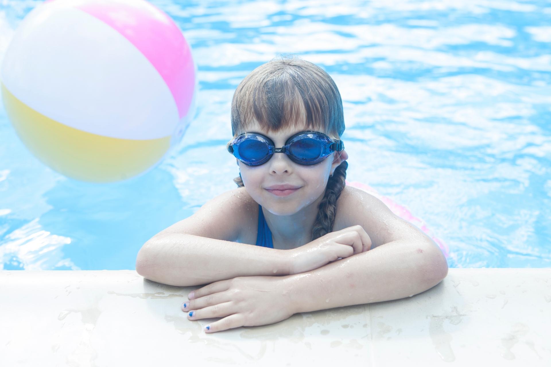 水泳ゴーグルのおすすめ12選!子供用から競泳用まで