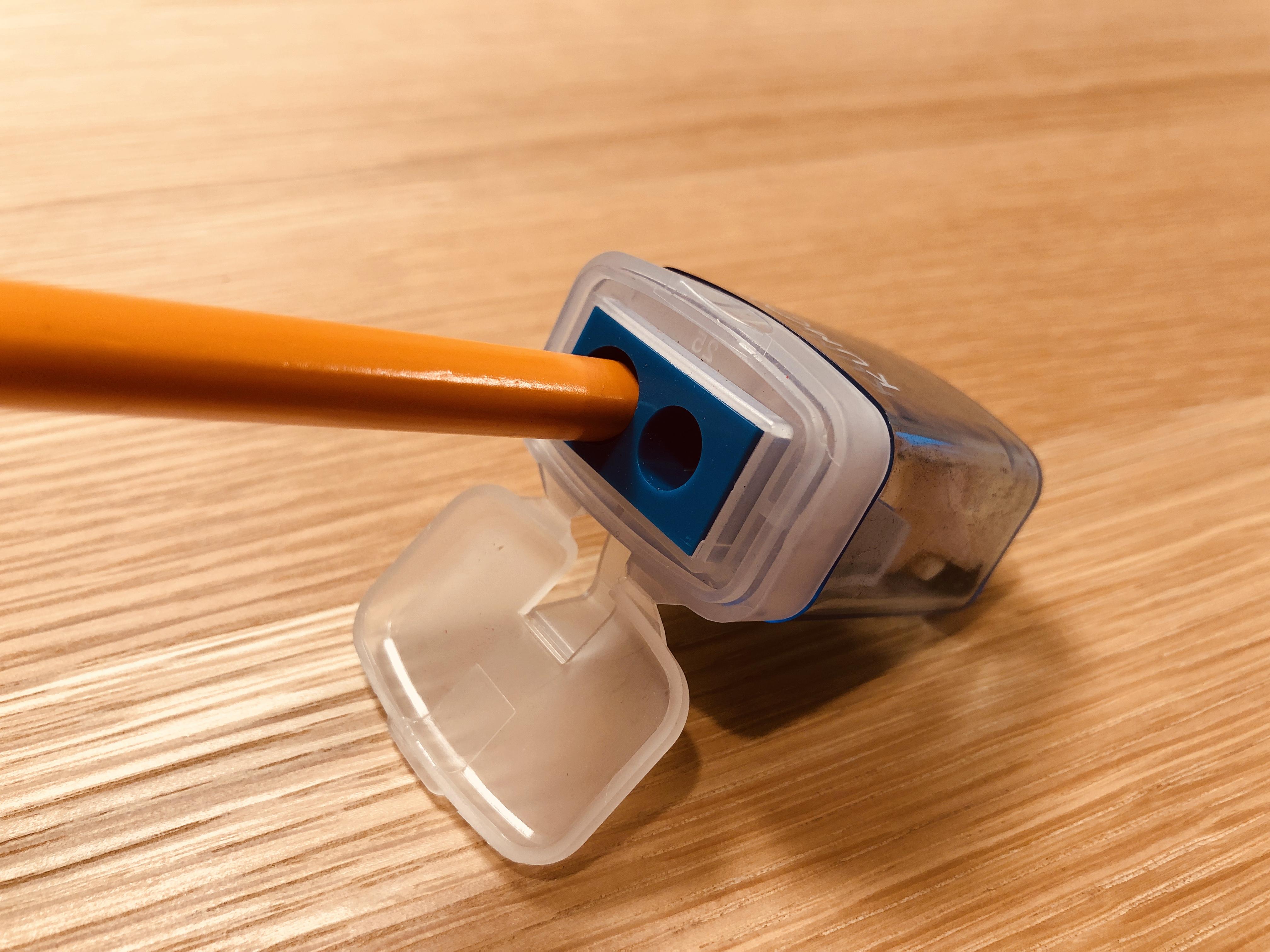 子ども用の太い三角鉛筆でも削れる!公文の「こどもえんぴつけずり」