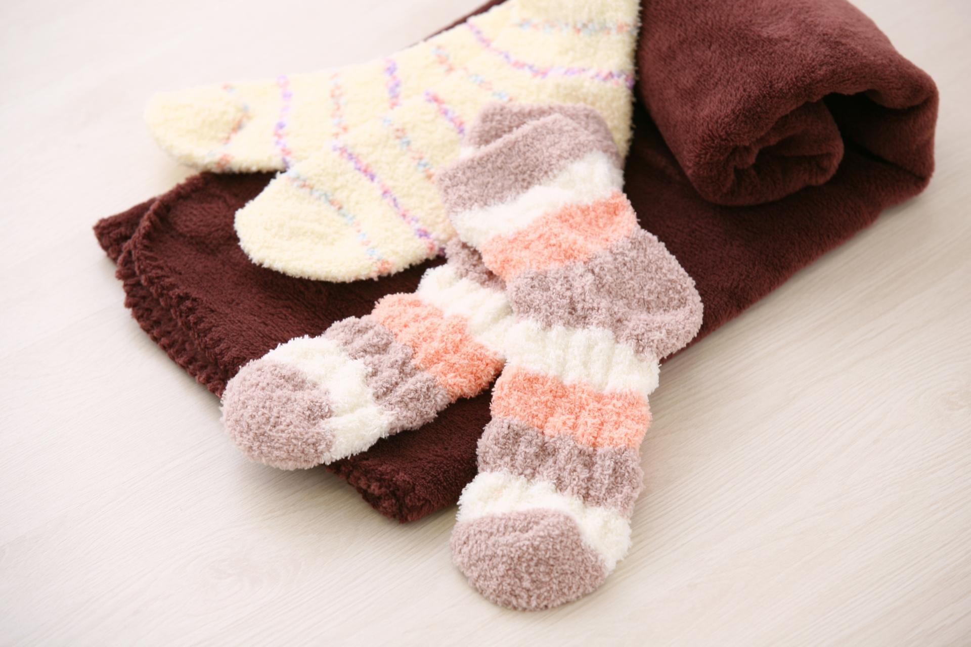 冷え性対策グッズのおすすめ10選!オフィスやベッドで足元から温かく