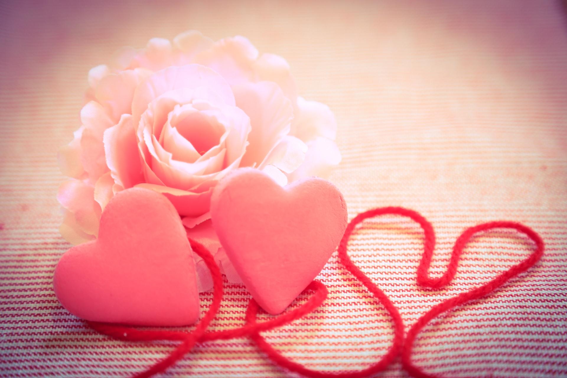 チョコ以外のバレンタインプレゼントおすすめ25選!服や靴下も