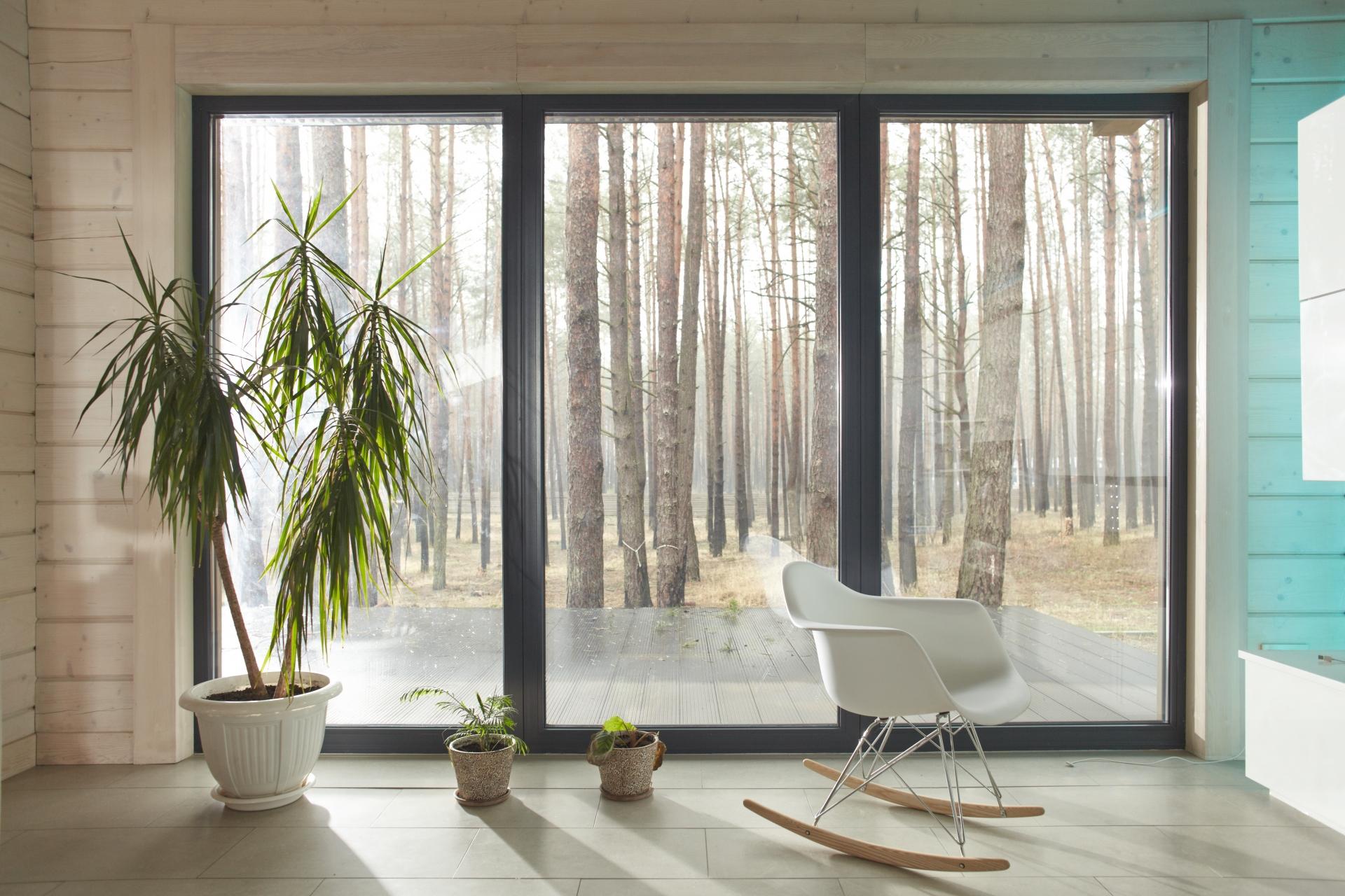 窓用断熱シートのおすすめ8選!効果や貼り方のコツも