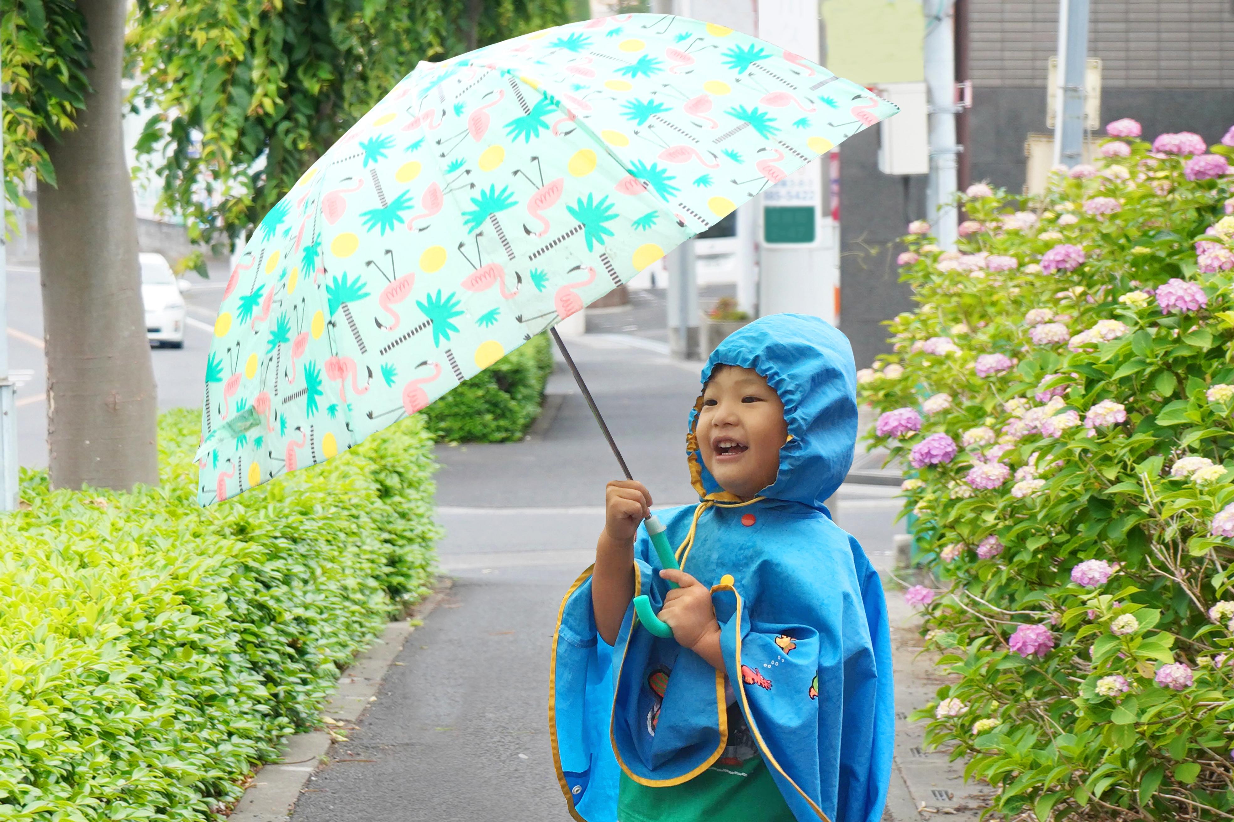 子ども用傘おすすめ9選!安全なものを選んで雨の日も楽しく