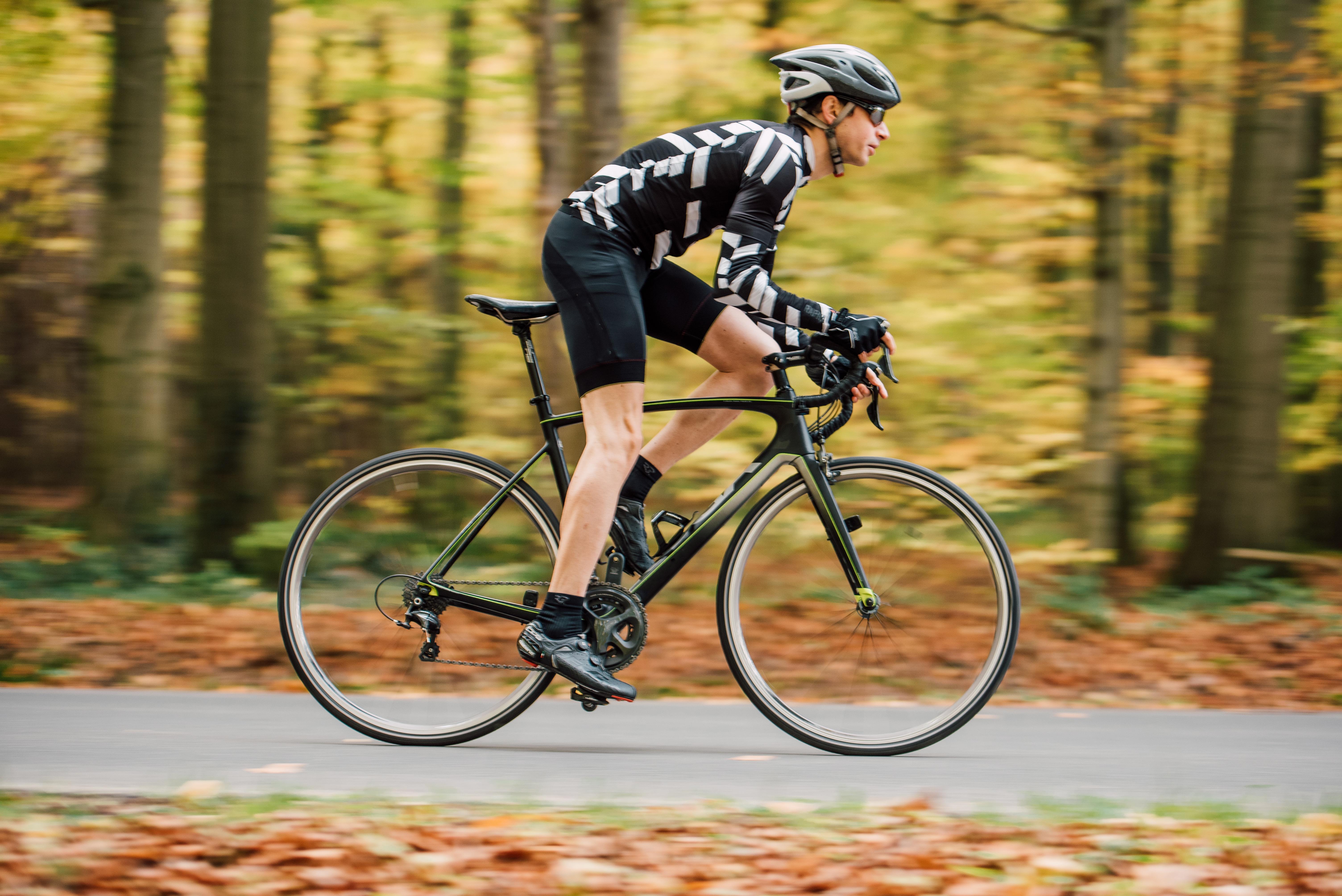 ロードバイク用ペダルのおすすめ10選!フラットやビンディングも