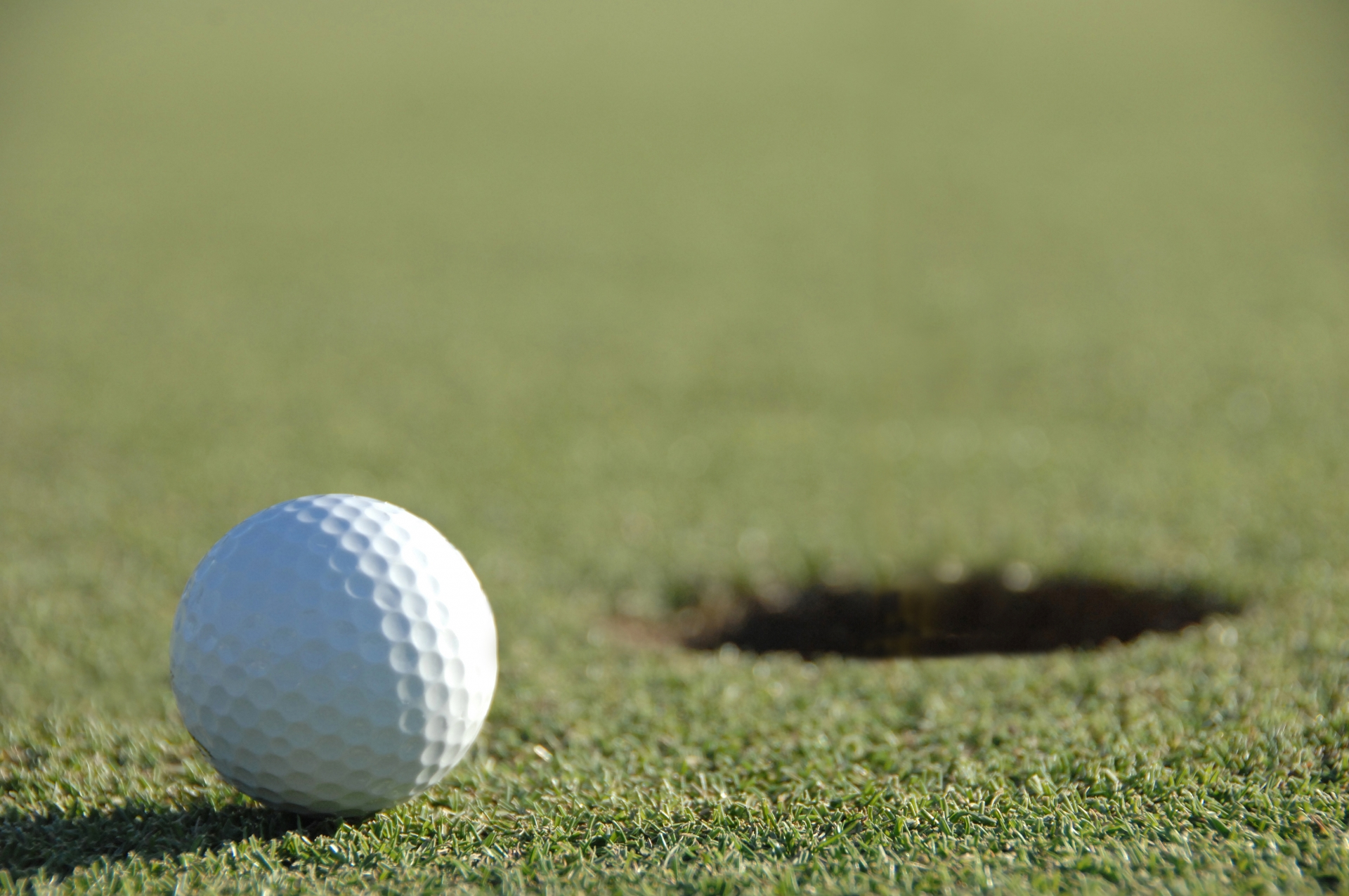 ゴルフボールのおすすめ9選!飛距離を伸ばせる