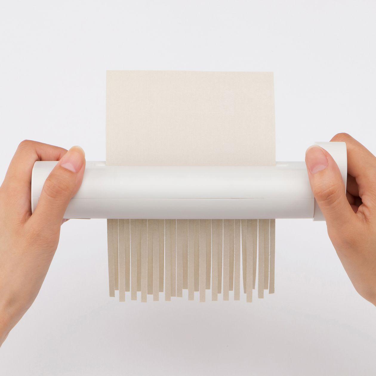 ハンドシュレッダーのおすすめ8選!A4サイズや厚紙対応も