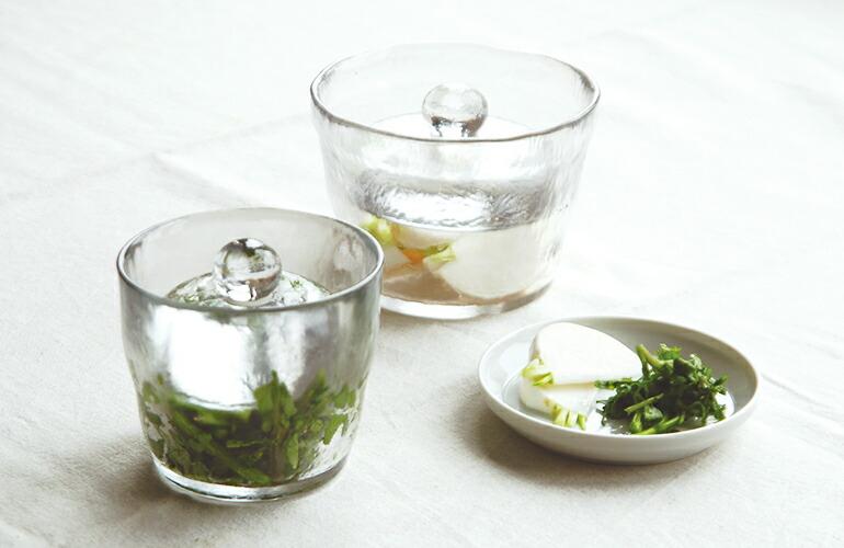 余った野菜は浅漬けにしよう《KINTOの浅漬鉢》は、お皿としても使える涼し気なデザイン。