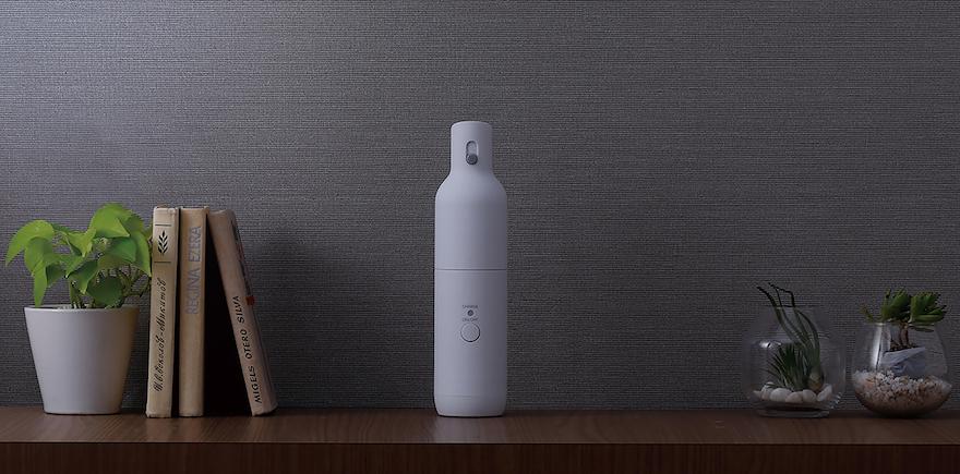 ペットボトルサイズのミニマム掃除機。ツインバードの《ボトル型クリーナー》でささっとお掃除