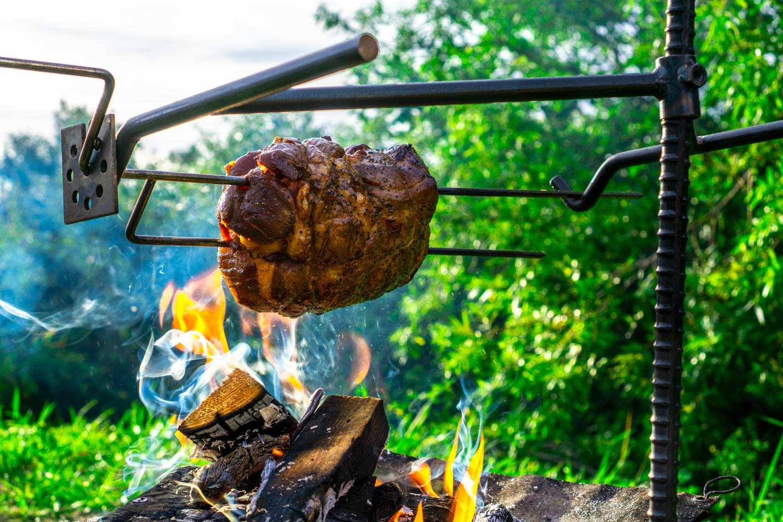 まるで憧れのモンハン肉!?37キャンプの【BBQスキュワーキット】で肉塊を豪快に焼ける