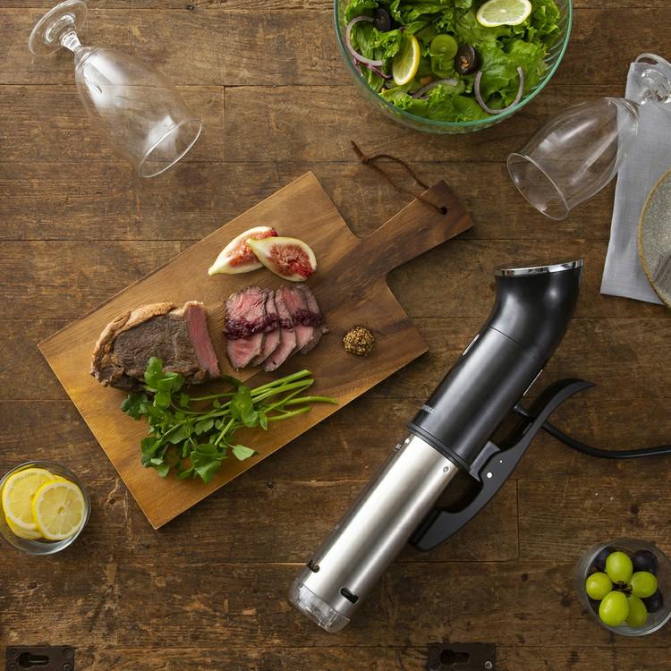 ほったらかし調理なのにお店の味!アイリスオーヤマの《低温調理器》でワンランク上のお肉を食べよう