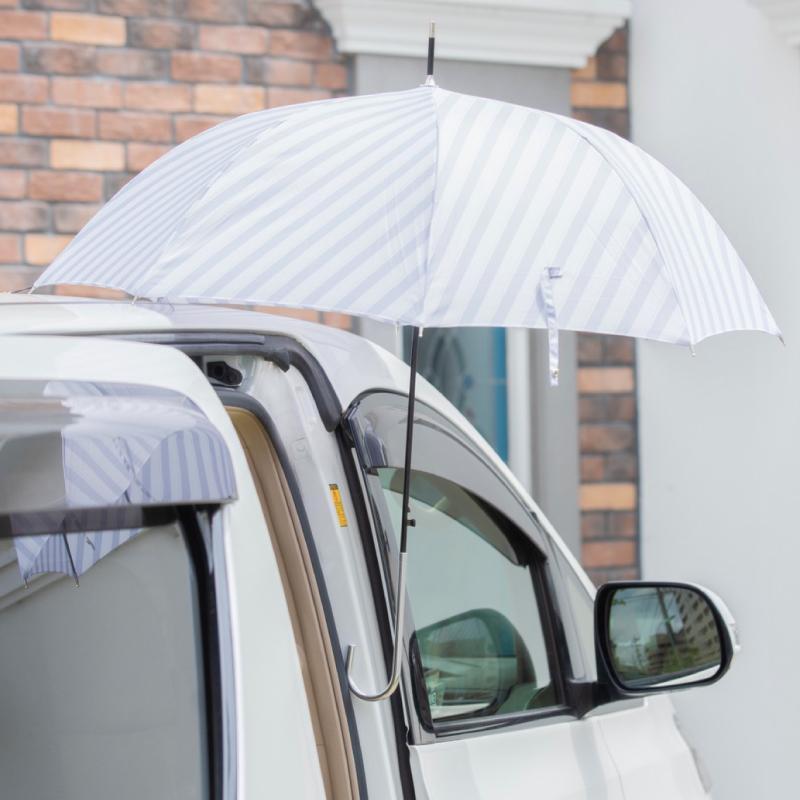 傘を車にペタッと固定!【Choito】なら、両手フリーで雨でも荷物を簡単出し入れ