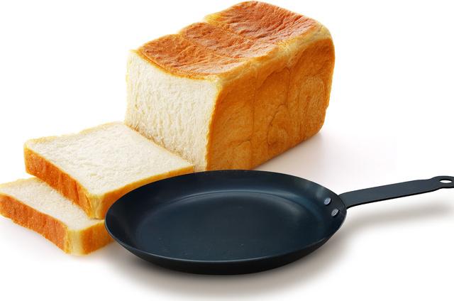 キャンプの朝ご飯はこれで決まり!【食パン特化のフライパン】で美味しい1日を