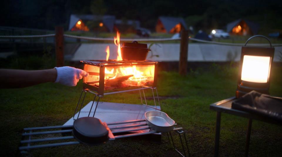 新発想!メッシュ式焚き火台がキャンプの時間を上質に変える