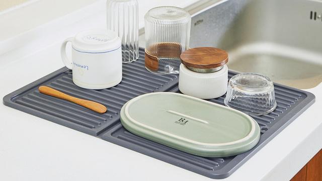 洗いやすくてコンパクト!食器の水切はシリコン製のドライマットにお任せ