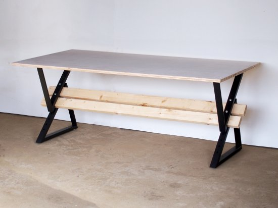 DIY初心者でもダイニングテーブルに挑戦!ジャストサイズも思いのまま