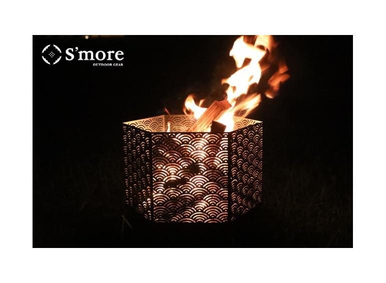 秋の長夜に手に入れたい!伝統柄の焚き火台がキャンプの夜を幻想的に照らす